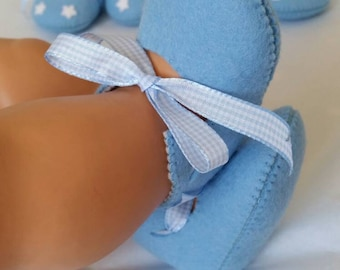 Light blue woolfelt baby shoes