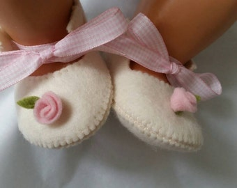Creme with pink rose woolfelt baby shoes