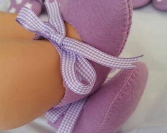 Lilac woolfelt baby shoes