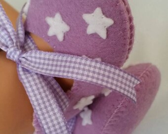 Lilac with white stars woolfelt baby shoes