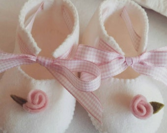 Set of 2 pink and white with rose felt baby shoes. Twins, Twin girls