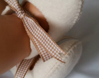 Creme woolfelt baby shoes