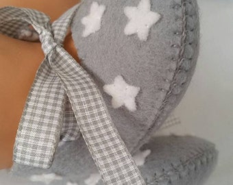 Light grey with white stars felt baby shoes.