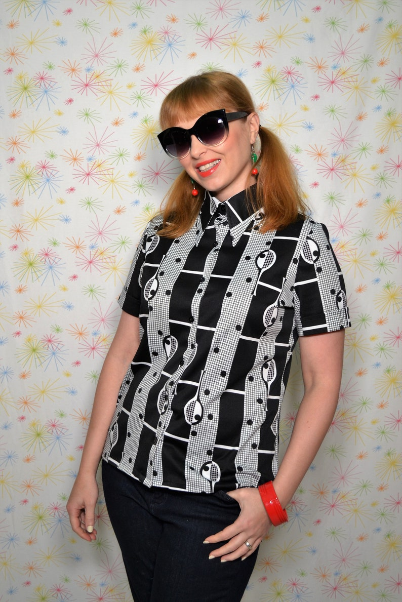 Size Medium Vintage 70s Tennis Novelty Print Blouse 1970s Black /& White Shirt with Pointy Dagger Collar