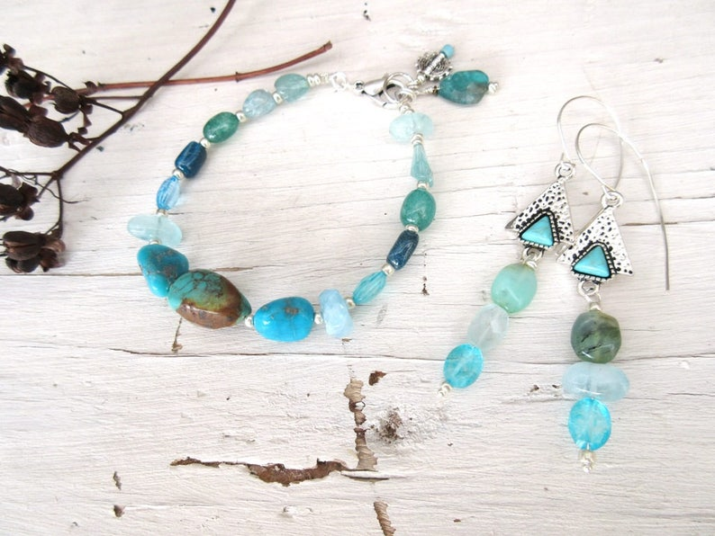 Songs Of The Sea for this romantic ornaments earrings and bracelet with precious stones ....