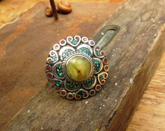 A Tibetan ethnic ring, solid silver 925 with turquoise, yellow amber, coral ..... for the vintage side !!!