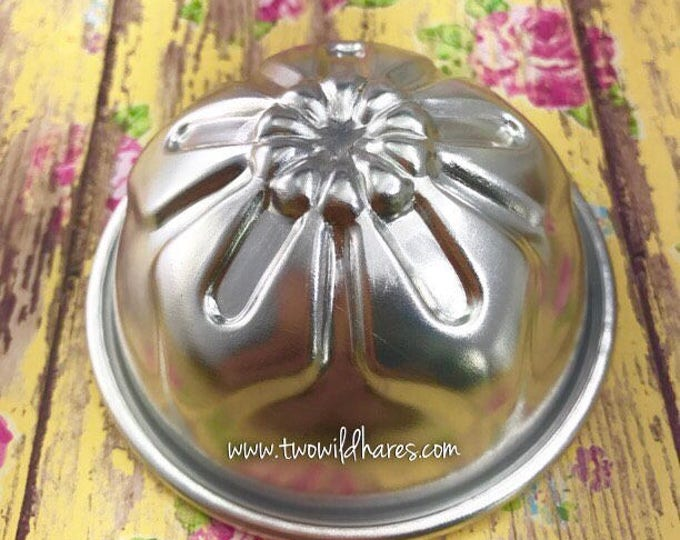 "OLEANDER/DAISY Flower Bath Bomb Mold, Metal, 3-1/8"", Two Wild Hares"