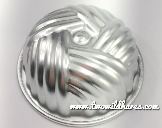 "BASKET WEAVE Bath Bomb Baking &Mold, Metal, 3.75""x1.75"" Two Wild Hares"