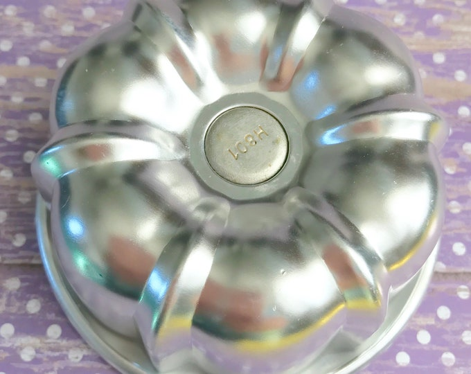 "BIG BUNDT Bath Bomb & Baking Mold, Metal, 3 1/2"" x 1 7/8"", Pop Out Bottom, Two Wild Hares"