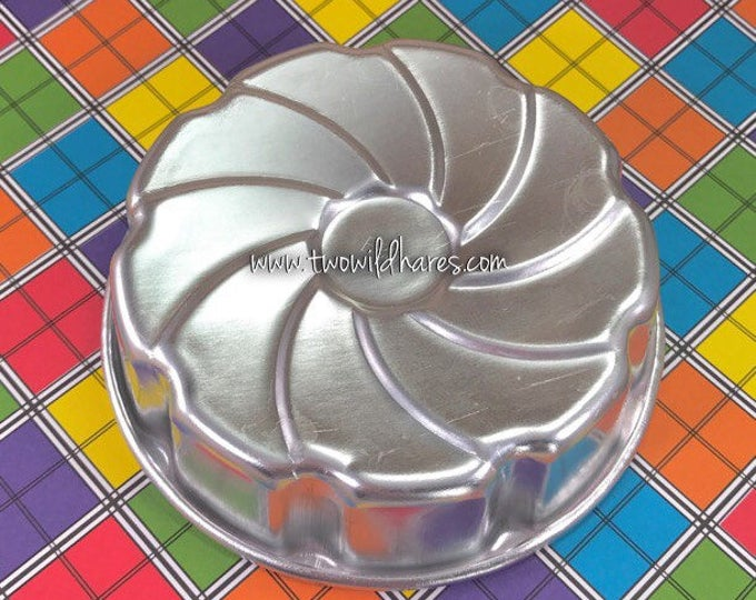 "PINWHEEL Bath Bomb Mold, Metal, 4.25""x1.25"", Two Wild Hares"
