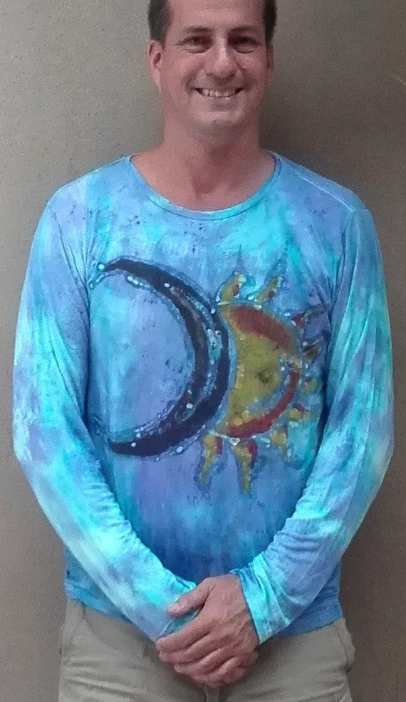 SOLUNA peint à la main avec de du la cire dans les techniques du de Batik  sur une longue manches blues de tiedyed T-shirt en bambou, avec des  merveilleux « ... 48aaed095563