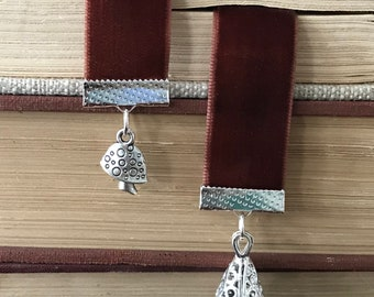 Foragers Feast Velvet Ribbon Bookmark with Oil Diffuser