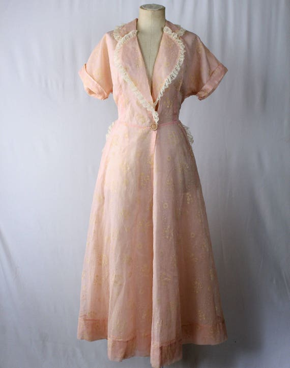 1940s Vintage Pink Robe with Flocking. Boudoir Rob