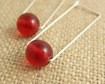 Rectangular Shaped Hoop Earrings with Red Glass Beads CHE-242