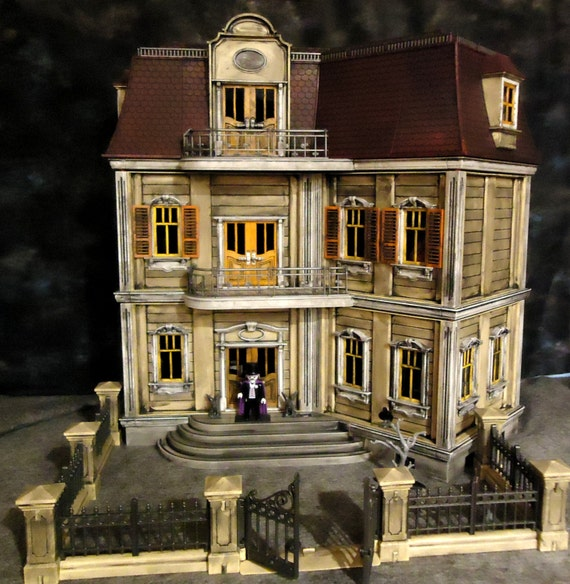 Playmobil Haunted Halloween Victorian Gothic Mansion 5302