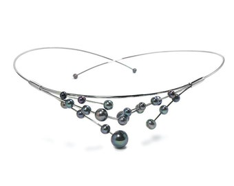 Black Pearls Wire Necklace in Stainless Steel