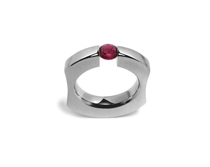 Garnet Tension Set Ring int Stainless Steel