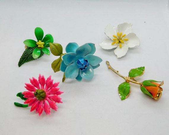 5 Pc Lot Vintage Mid Century Mod Flower Power Jewelry Lot Red Polka Dots Red White Blue Flower Groovy Pins Hot Pink Purple Earrings