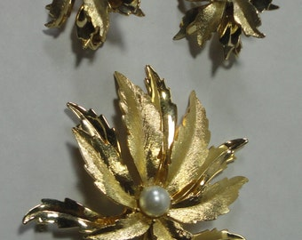 Emmons Brooch and Earrings Flower set. Gold tone and pearl.