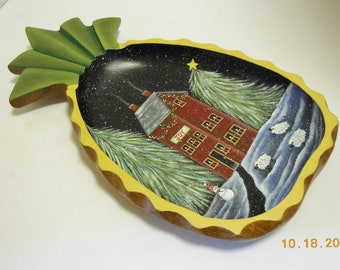 Pineapple Shape Wood Bowl With Winter Scene   Saltbox And Sheep In The Snow   Monkey Pod Wood Pineapple Dish