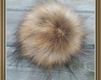 Beautyful and fluffy faux fur pom pom. Different colors.