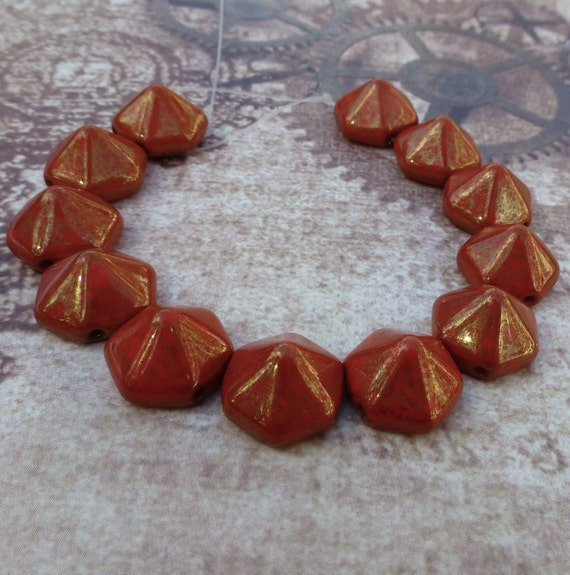 Free UK Postage Strand Of 12 2hole Beads Pyramid Hex Coral