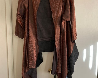 Short coat shawl with large kimono collar with superb traditional bronze and gray design