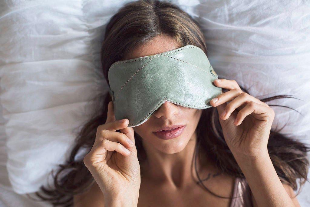 cuir masque de sommeil masque pour les yeux masque de etsy. Black Bedroom Furniture Sets. Home Design Ideas