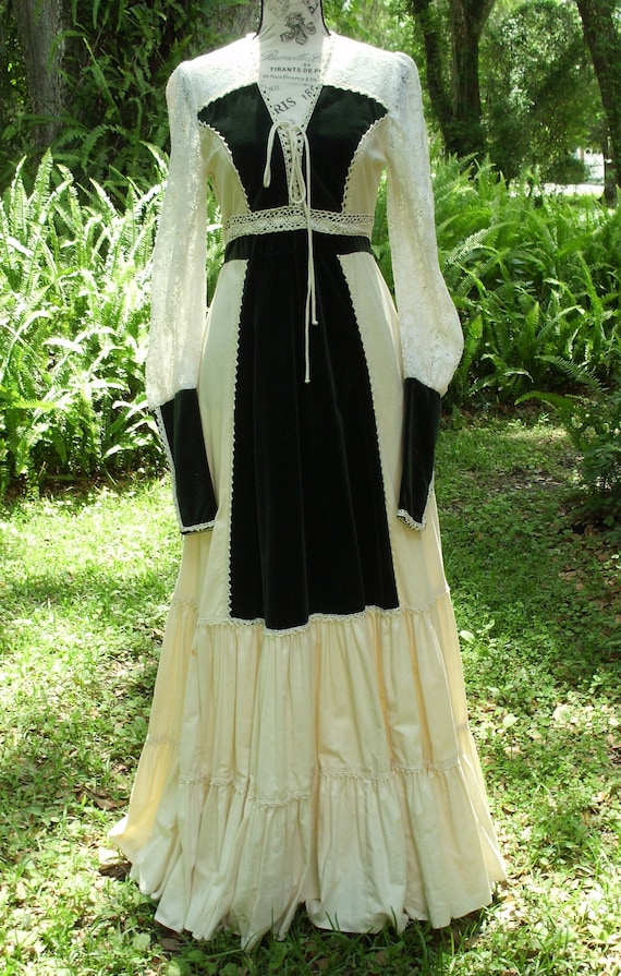 Gunne Sax Dress Ren Style Lace. Cotton and Deep Gr