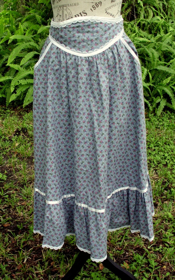 Gunne Sax Skirt Blue Calico Ribbon and Lace Size 1