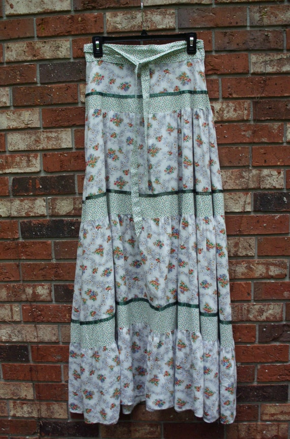 Gunne Sax Skirt of Calico and Green Ribbon Size 11