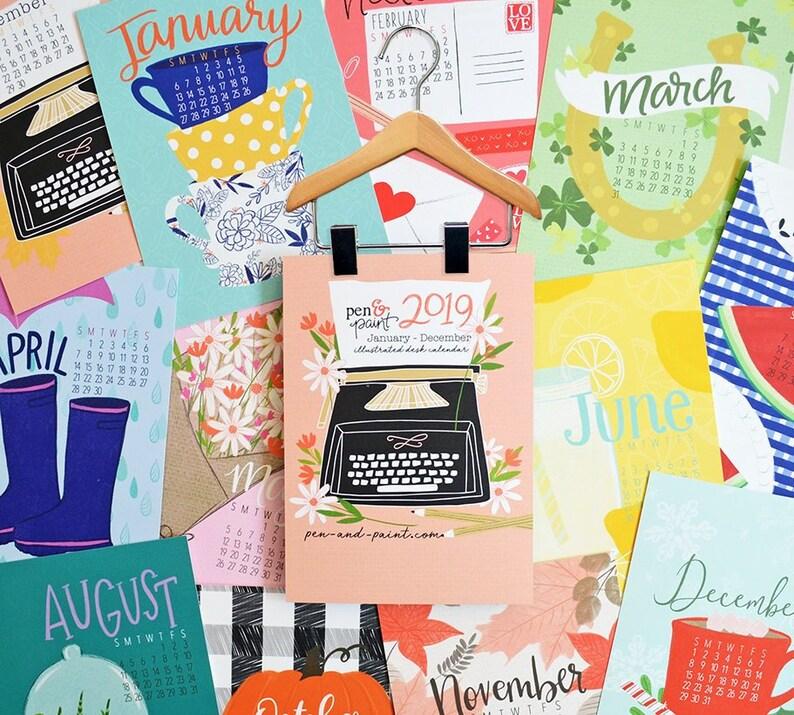 Calendario Illustrato.Calendario Da Tavolo 2019 5 X 7 Mini Calendario Illustrato Di Appendiabiti In Legno Regali Sotto 25 Colorato Planner Calendario Da Parete