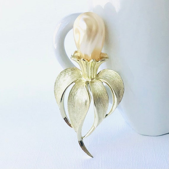 Vintage Large Pearl Brooch by Sarah Coventry, Vin… - image 1