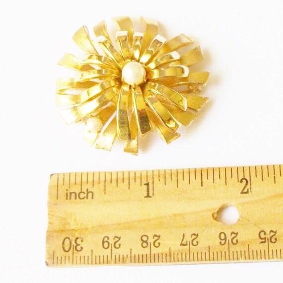 Vintage Pearl Flower Brooch - image 3