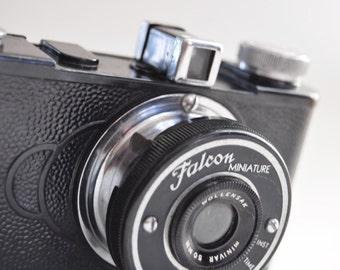 1939 Falcon Miniature Vintage Antique Camera Rare Plastic Cam Bakelite Photography