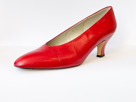 80s/90s red pumps