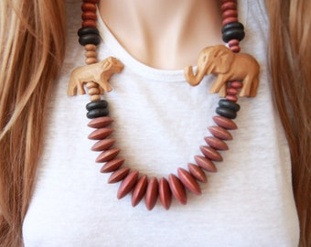 80s wood beaded necklace / animal necklace / safari necklace