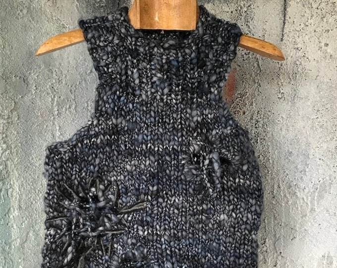 Sleeveless Wool Holes design Sweater