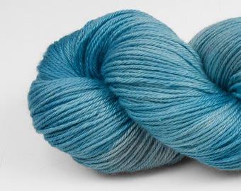 Yarn, Handpainted Merino Silk 50/50, Fingering Wt, Alight, 100 g, Calcite Springs