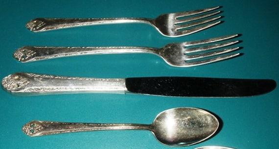"International Holmes /& Edwards Lovely Lady Dinner Fork 7 3//4/"" Silverplate 1937"