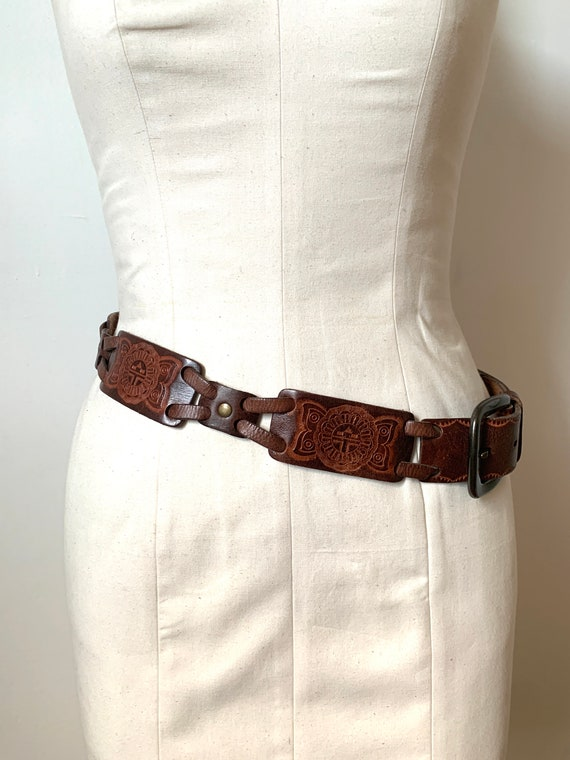 Vintage 1970s Womens Brown Embossed Studded Leathe