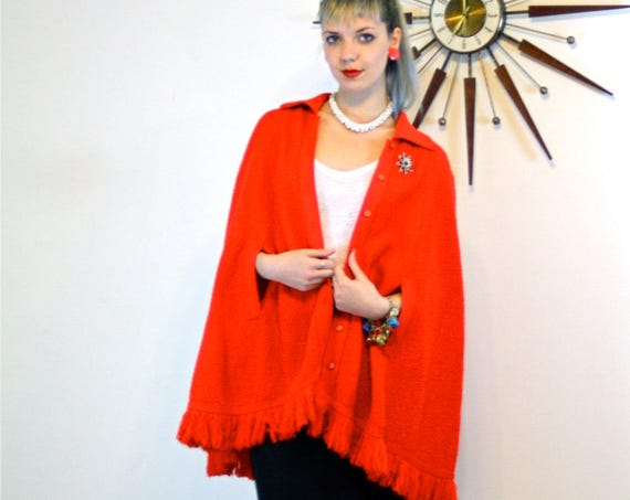 Vintage 60s cape, Red Knit Cape, BRITISH VOGUE cape, Crochet Poncho, Fringe poncho, Button down cape, Mod 60s cape, 1960s retro cape, Mod