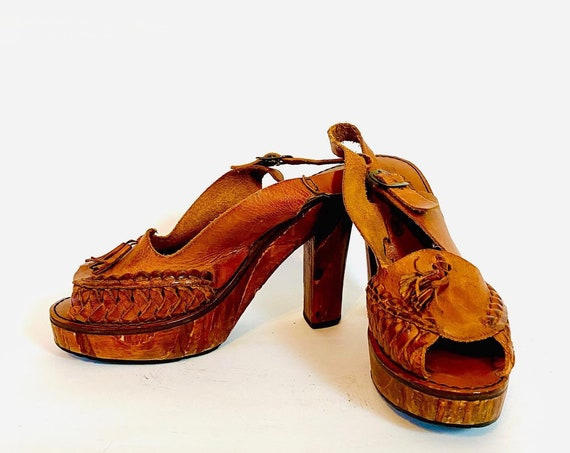 Vtg 70s platform heels, Vintage 1970s wooden hippie Shoes, Brown wood high heel Sandals, braided leather clogs, Qualicraft shoes Size 6