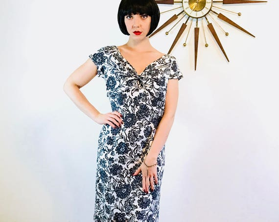 French 50s silk dress, 1950s Wiggle Dress, Black & white dress, 50s Bombshell dress, Floral print dress, 50s pencil dress, Made in Paris, L