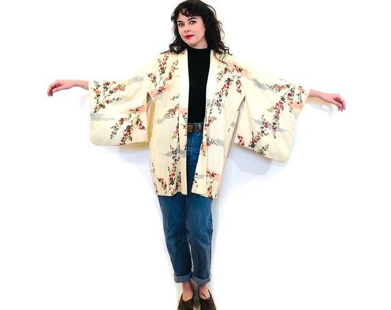 Vintage Haori Kimono, Dyed Silk Kimono, Cream peach floral pattern, Vintage Short Kimono, Short Kimono Robe, Japanese Kimono jacket