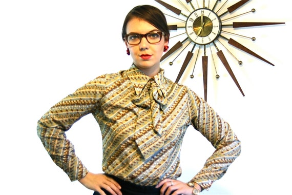 Vintage 1960s Pussybow Blouse, abstract print stripes, womens Secretary shirt, Pussy Bow blouse, Big 60s Butterfly Dagger Collar top, Size L
