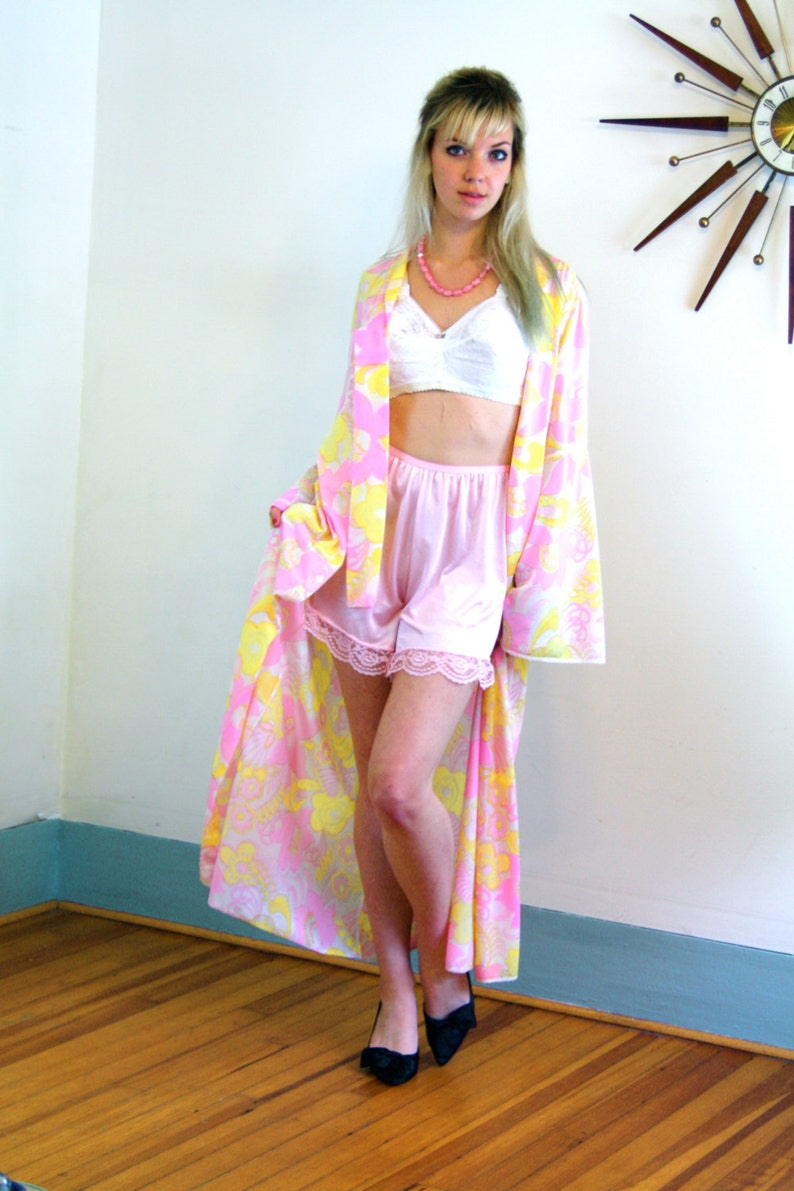 7e76bdea51c 60s Dressing Gown Psychedelic Neon Floral Bright Pink