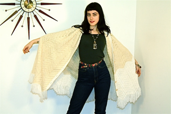 Long Fringe Poncho, Boho Poncho, Vintage 70s poncho, Stevie Nicks Cape, Cable Knit poncho,Knee Length Cape, Hippie poncho, long 1970s poncho
