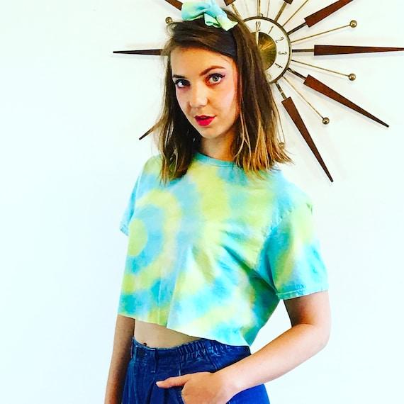 Tie Dye T-Shirt, Crop top, Vintage 90s tee, Green Yellow Swirl, Colorful hippie tee, Dead Head tee, Trippy Spiral tee, Festival Cropped Tee