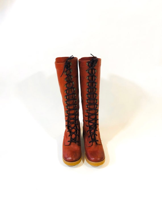 Vintage 70s Tall lace UP boots, Knee High Heel, Gypsy Boots, Cognac Leather Prairie shoes, Hook Laced, Gum Gummy Sole, Boho boot, Sz 8